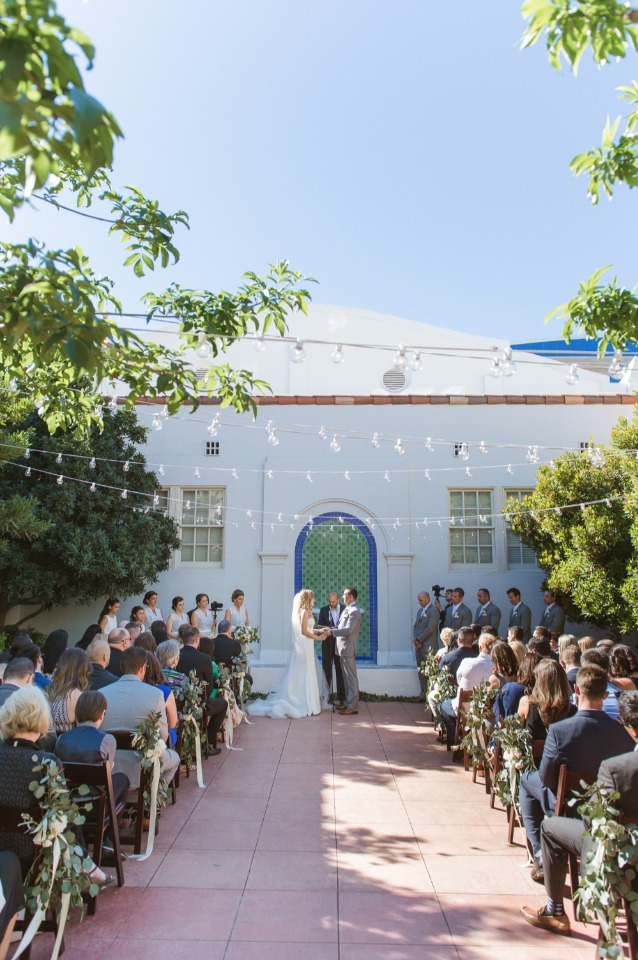 Pretty courtyard wedding in Vegas