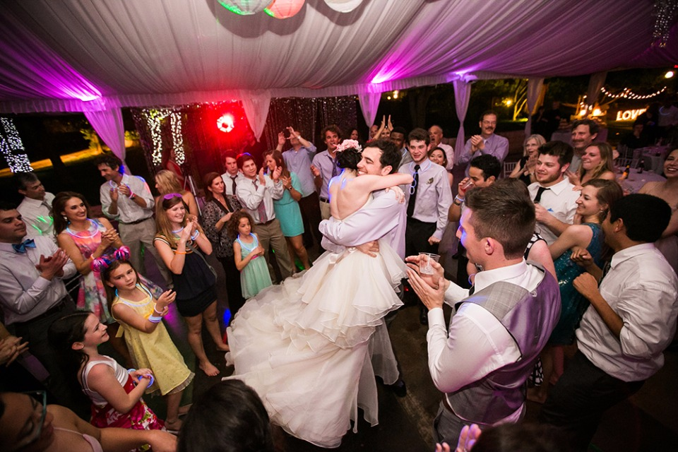 how to have a dance party at your wedding