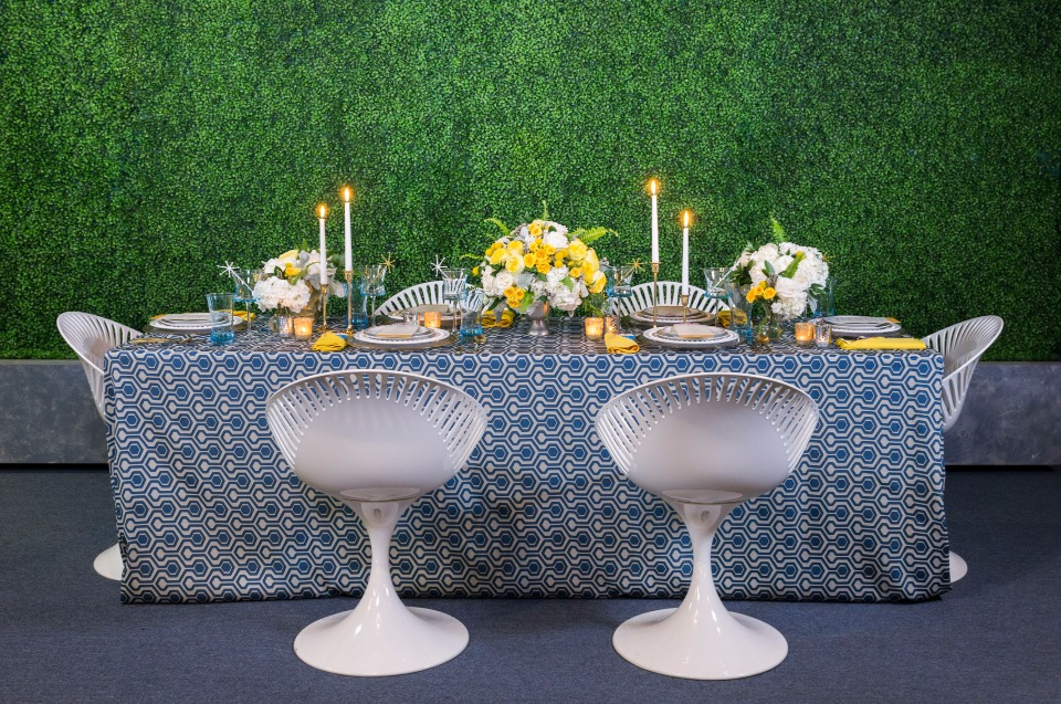 1060's wedding table in blue and gold