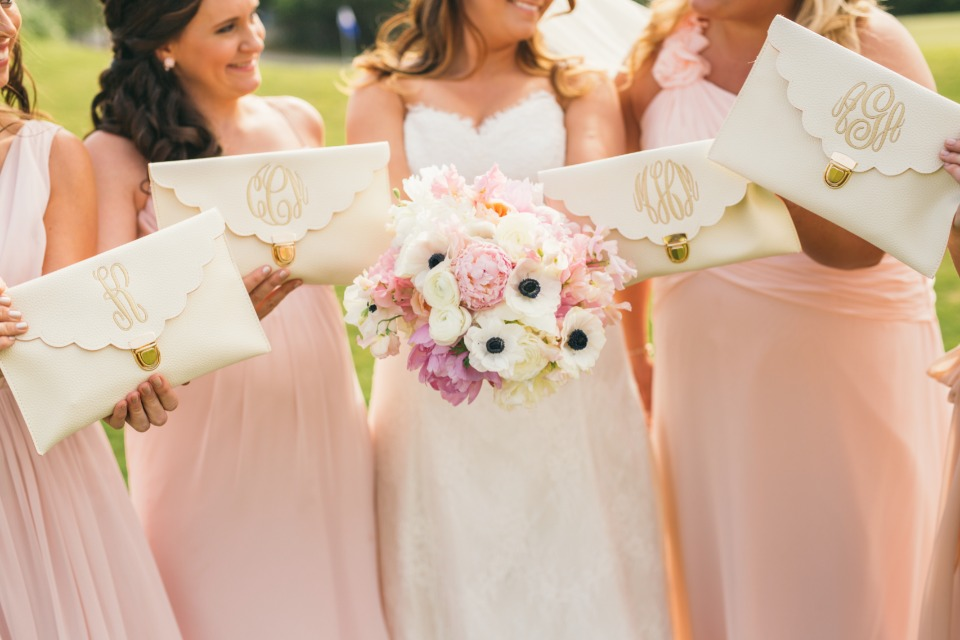 Love these monogramed clutches for the bridesmaids