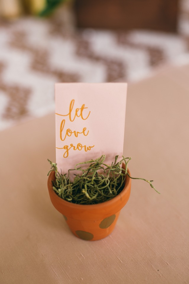 Let love grow wedding favor