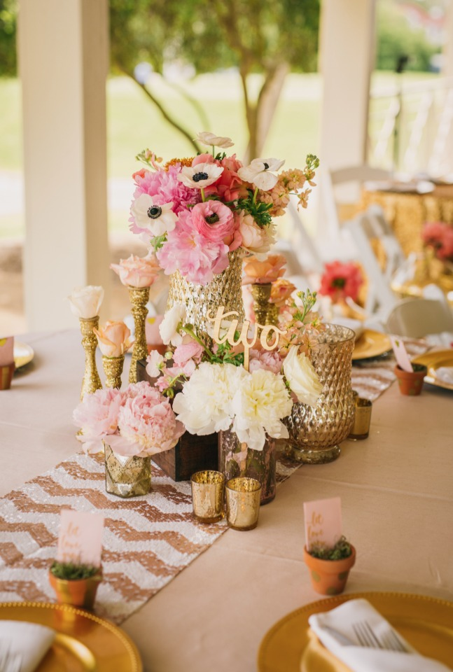 Mix n match vases for a chic centerpiece