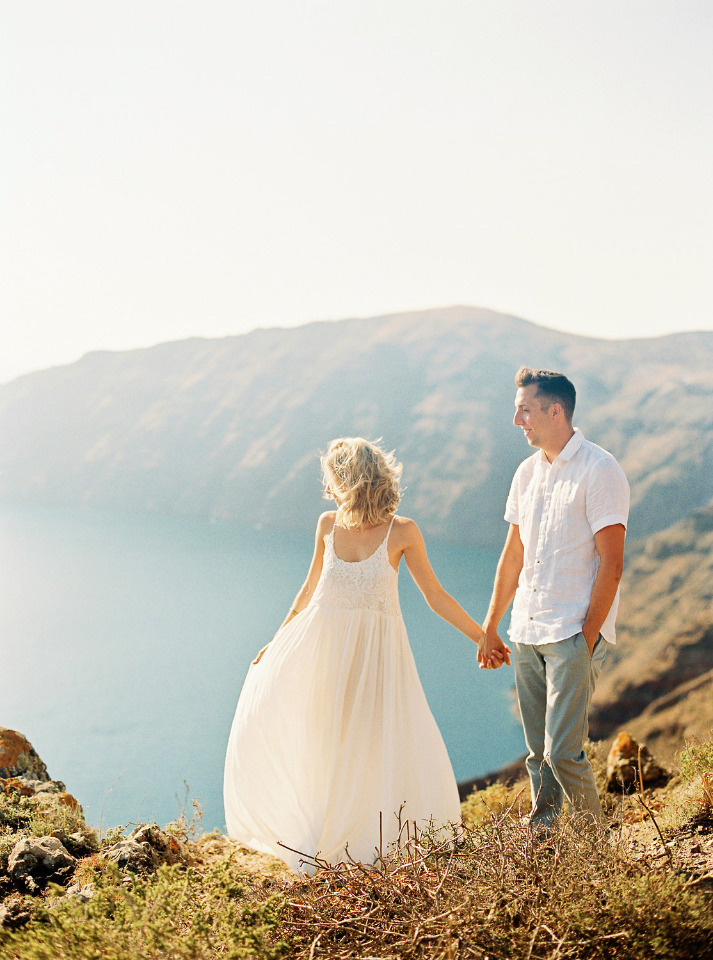 cliffside engagement photos in Greece