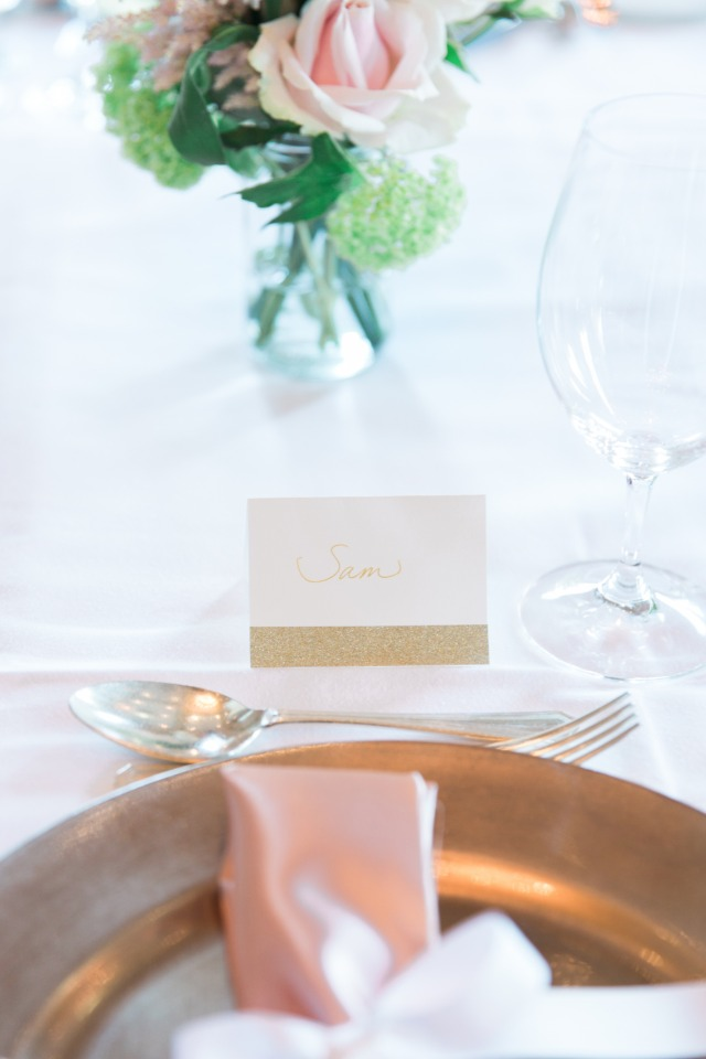 Elegant place card with gold details