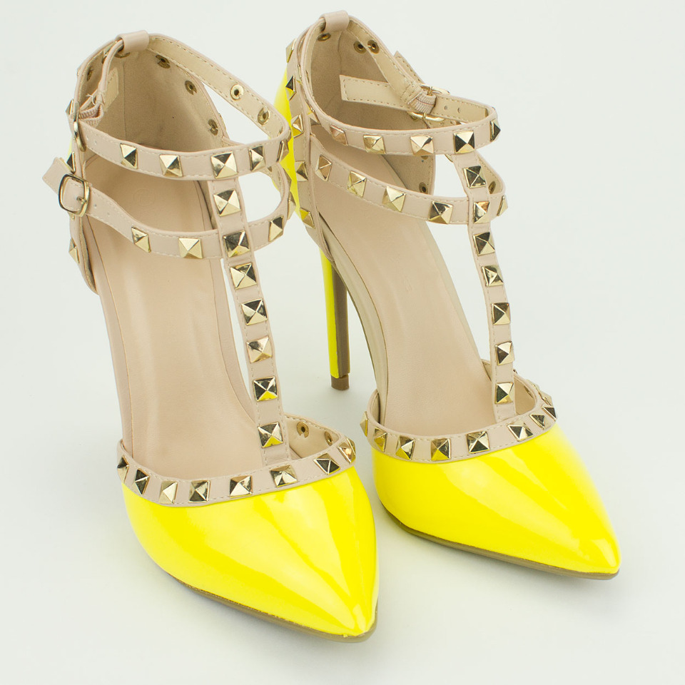 wild diva yellow and tan pumps