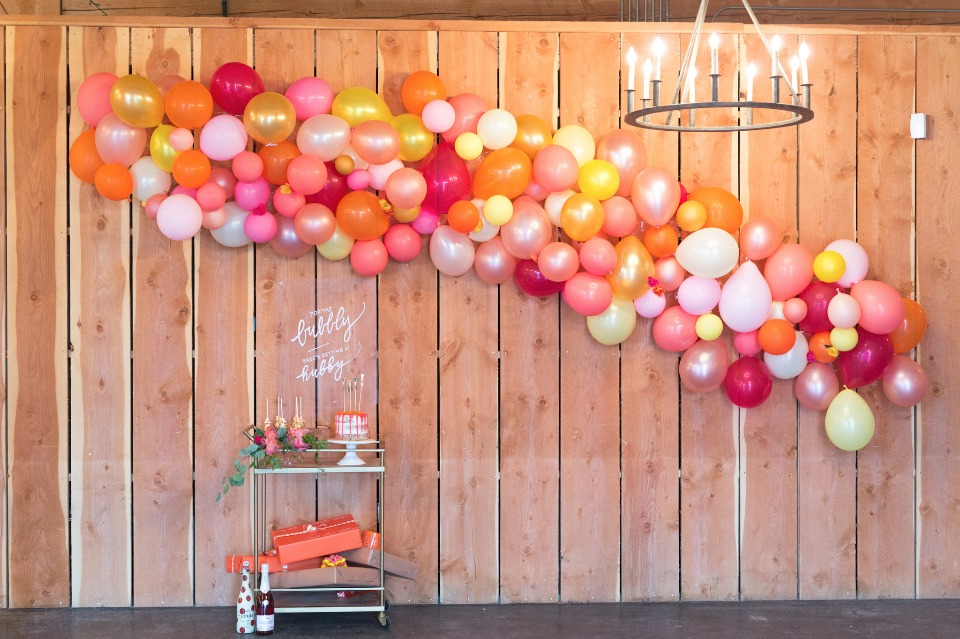Balloon arch for a bridal shower