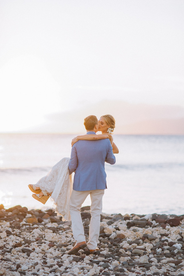 sunset in hawaii wedding couple photo