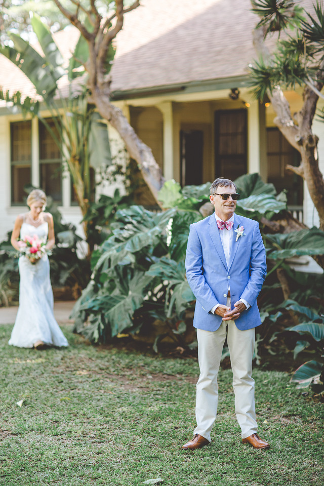 first look in Hawaii wedding