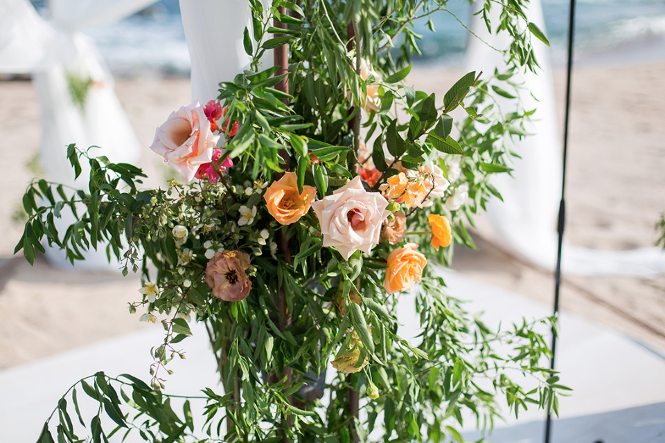 pink and orange wedding floral decor
