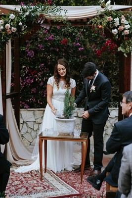 Romance And Fun Can Happen In One Wedding Day