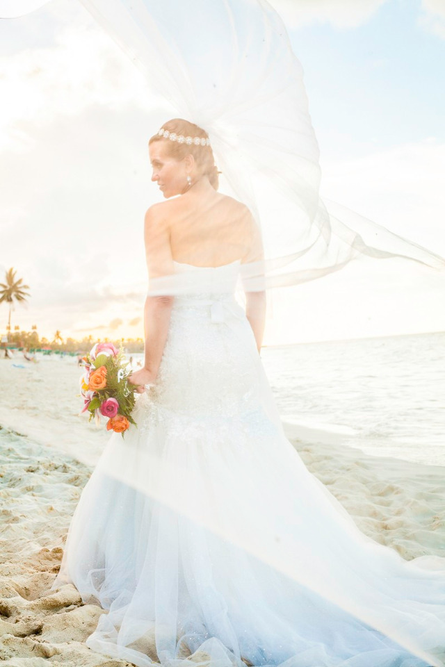 beautiful beach bride in the Bahamas