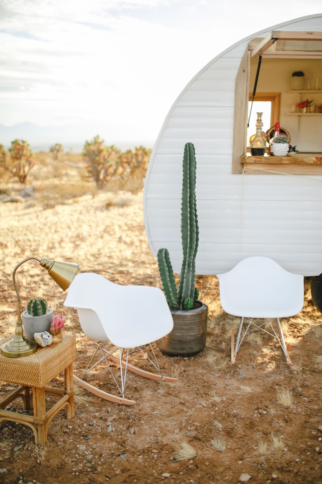 Modern decor for a desert wedding