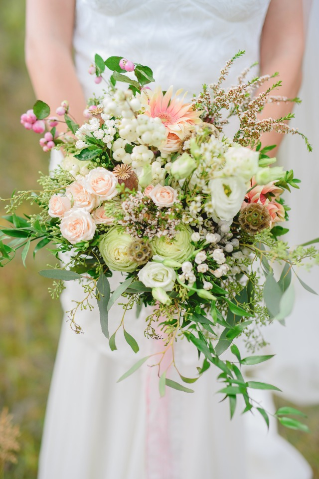 soft and cheery bouquet perfect for your spring time wedding