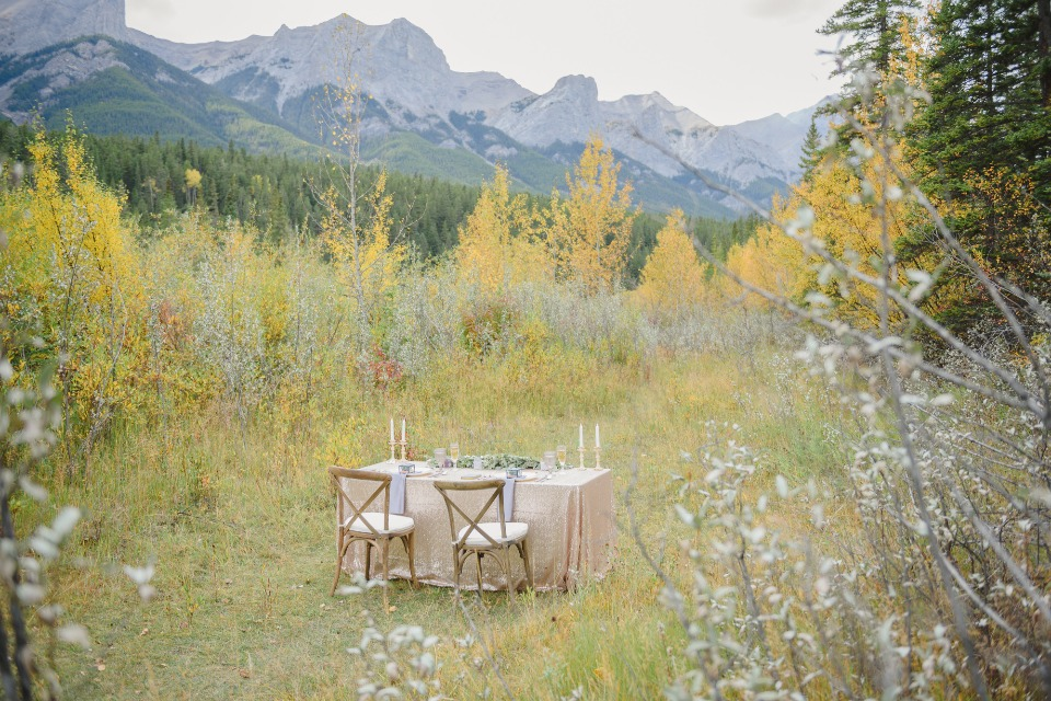 intimate little sweetheart table