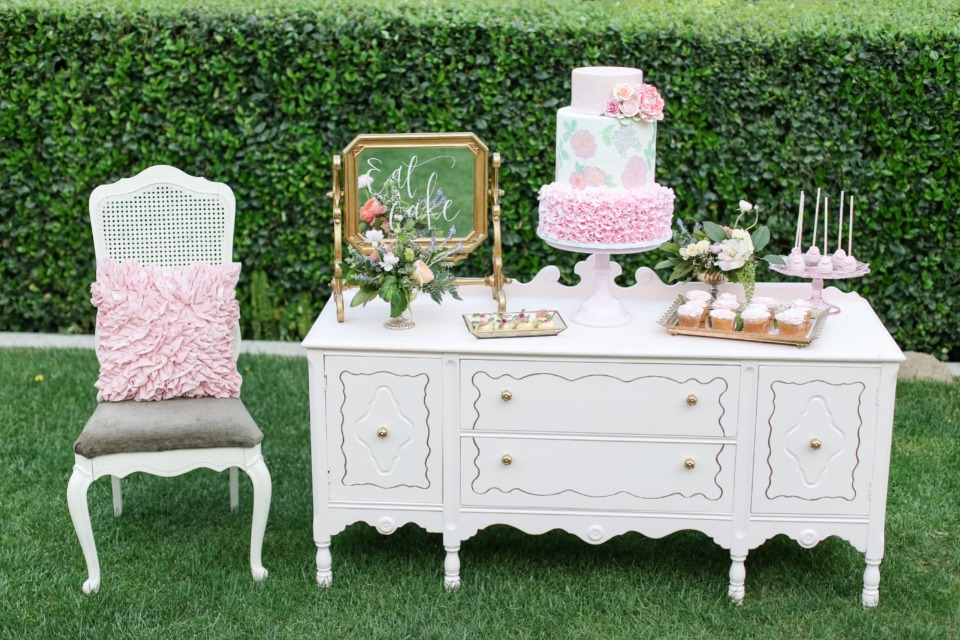 Vintage southern inspired cake table