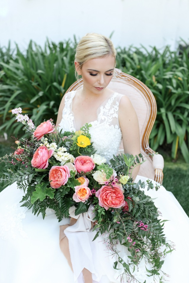 Her makeup and that BOUQUET are perfection!