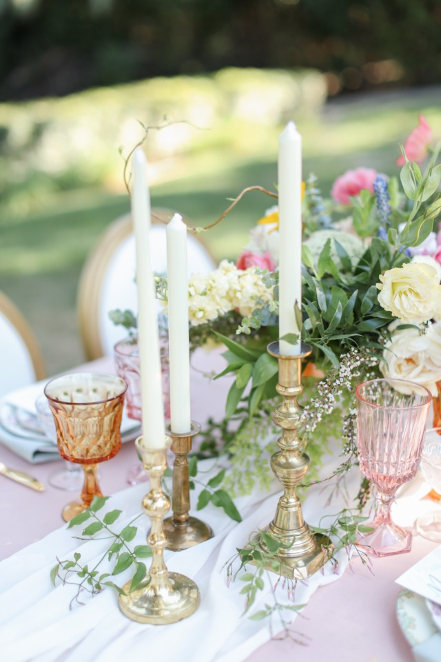 Classic table decor idea