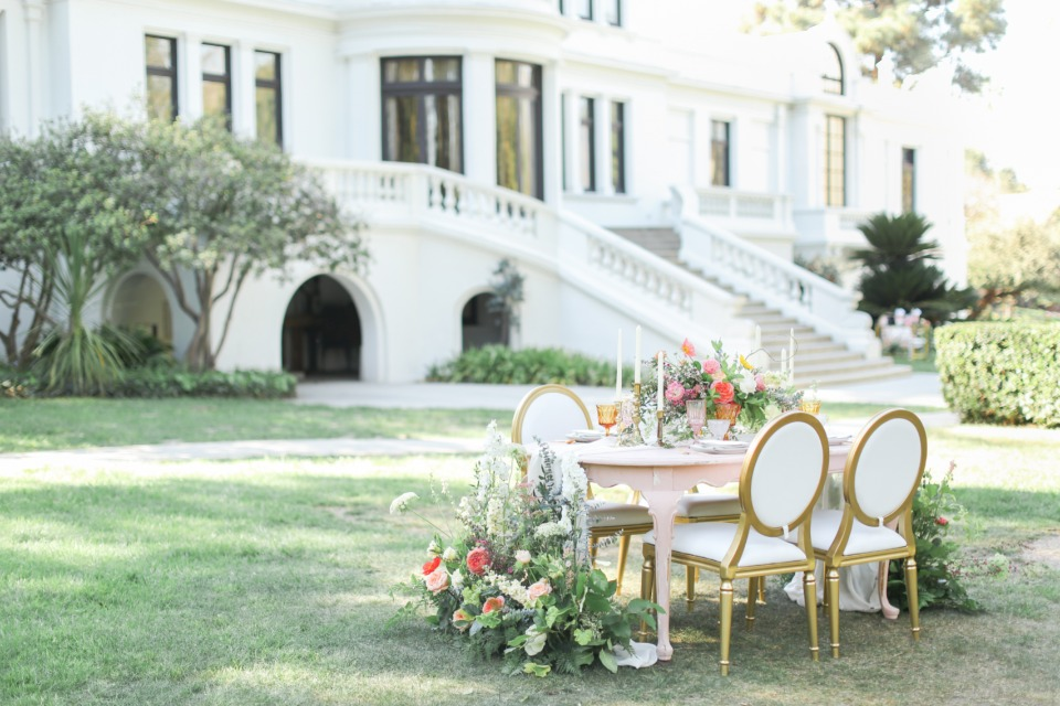 Chic and simple table setting in California