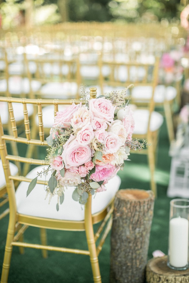 blush rose aisle decor