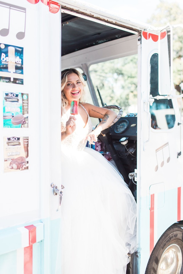 Ice cream dessert truck for a wedding