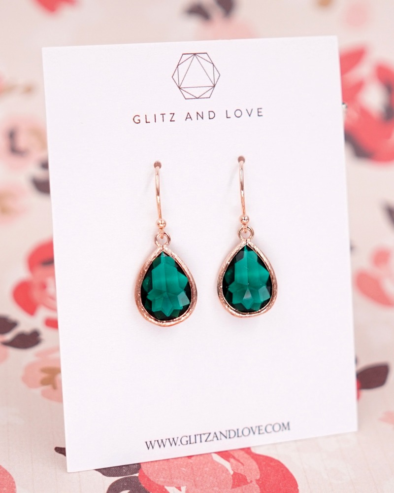 Emerald Green Teardrop jewelry set. Perfect handmade bridal jewelry for simple and classy brides and bridesmaids. Earrings, Necklace
