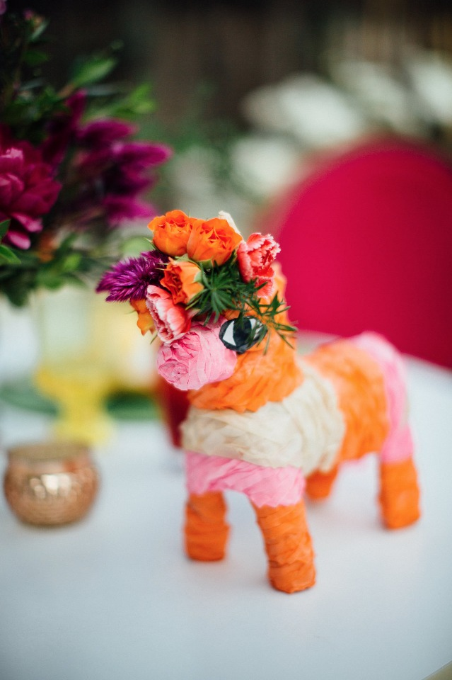 Mini piñata favor