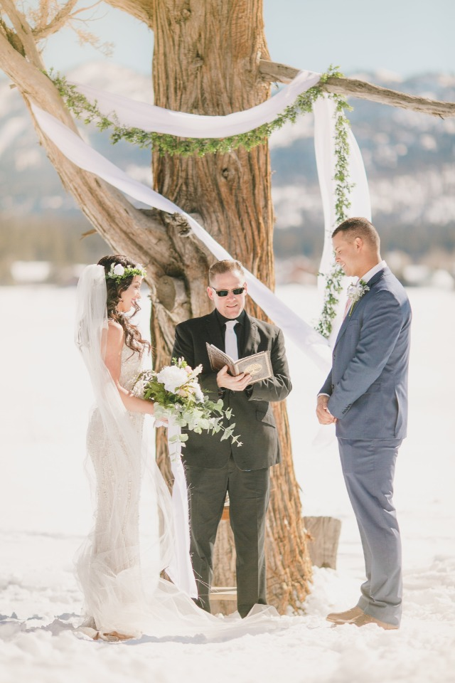 wedding on the lake of Big Bear in the snow