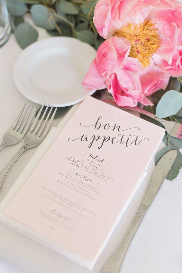 summer time wedding place setting ideas