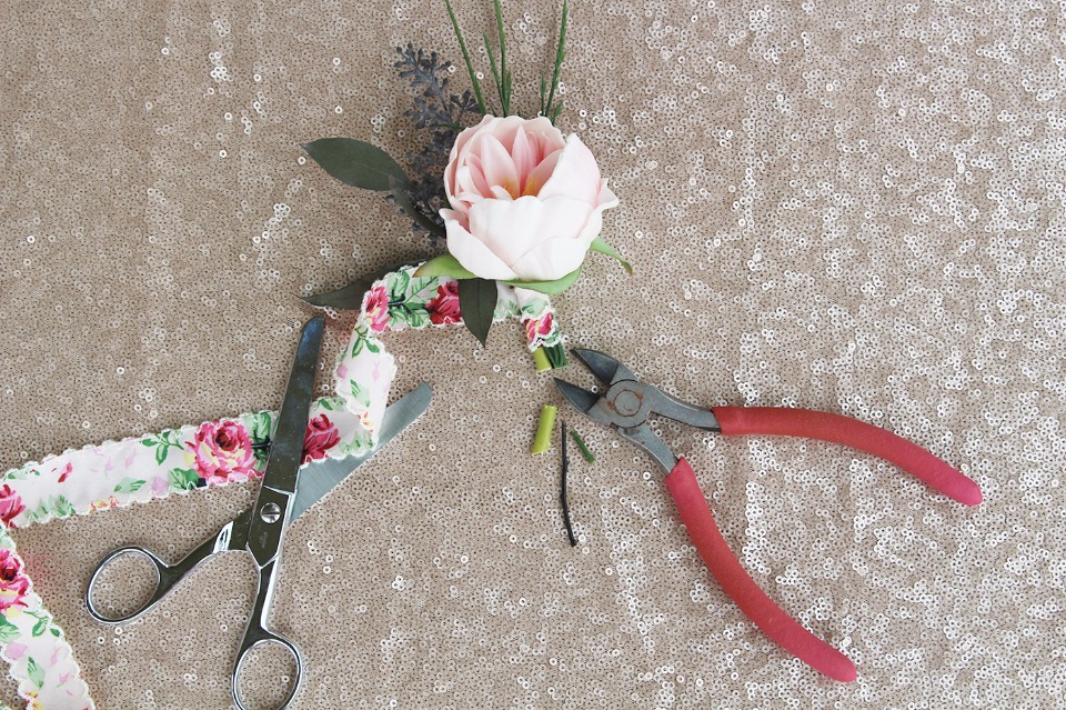 DIY boutonniere with ribbon