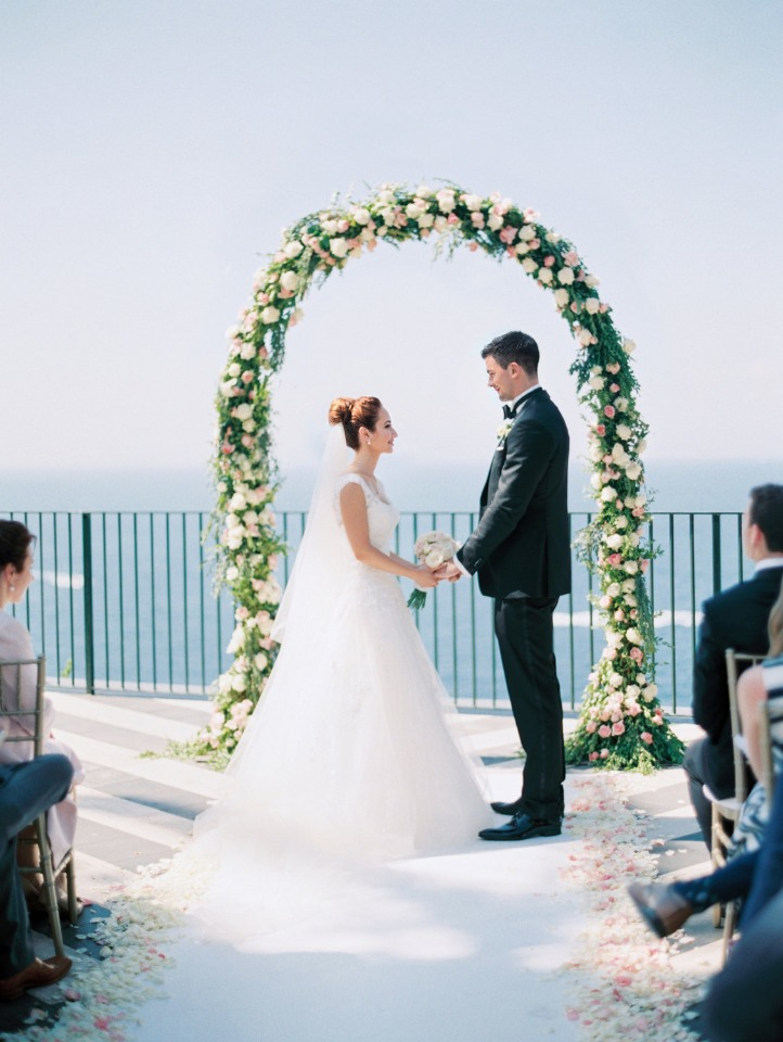 floral wedding arch for your romantic wedding ceremony