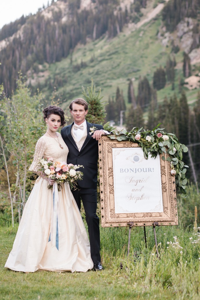 Bonjour! wedding sign