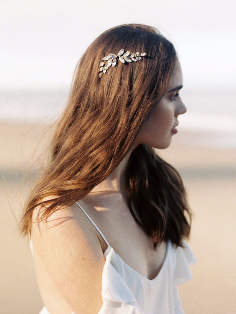 Let the Aella Comb imbue your wedding day look with an earthy femininity.