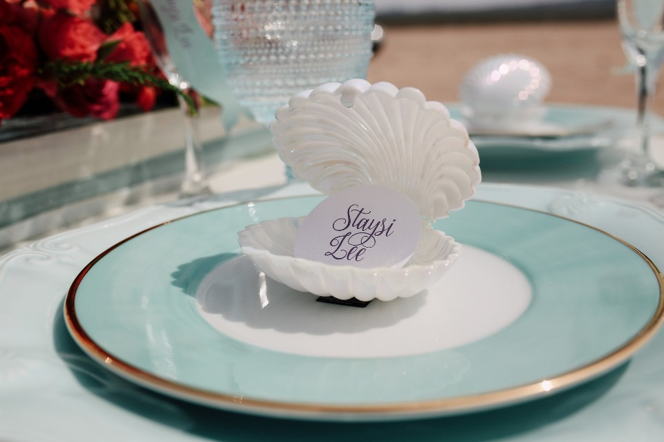 clam shell place card holders