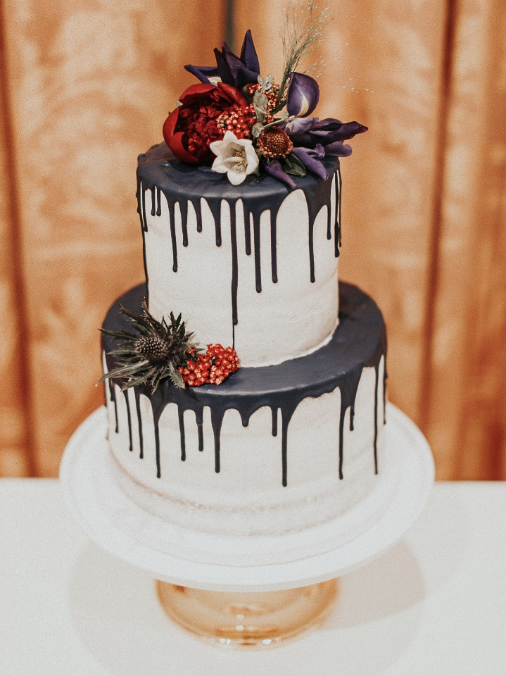 red white and blue wedding cake