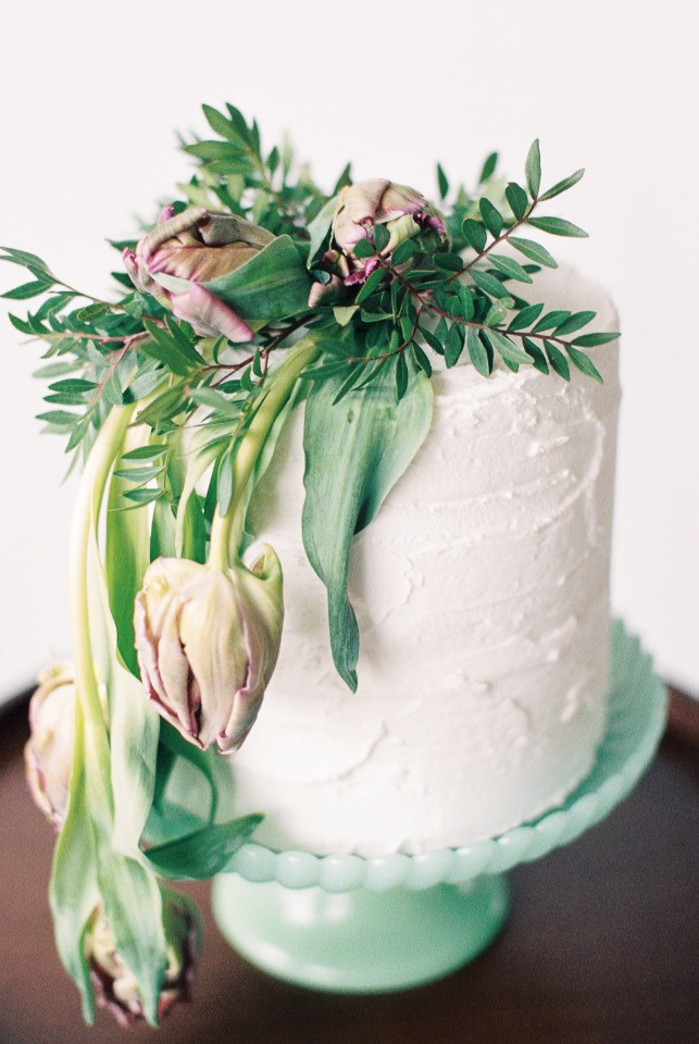 Tulips cake topper with greenery DIY