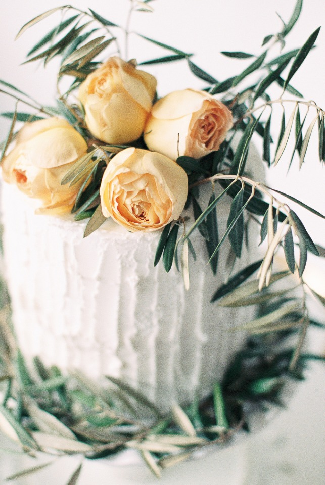 DIY flower topper for your cake