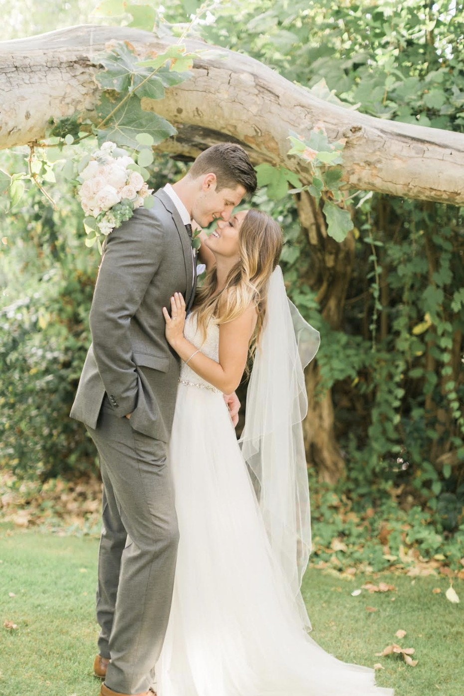 pink and gray romantic wedding