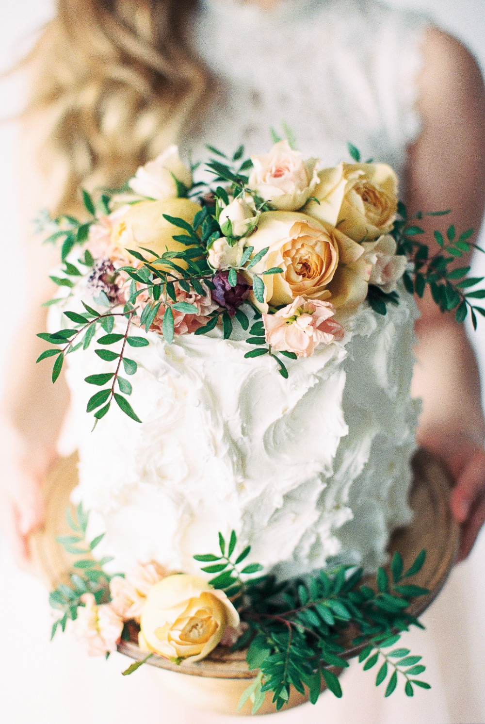 Pretty Foliage Tips for DIY Wedding Cake Flowers