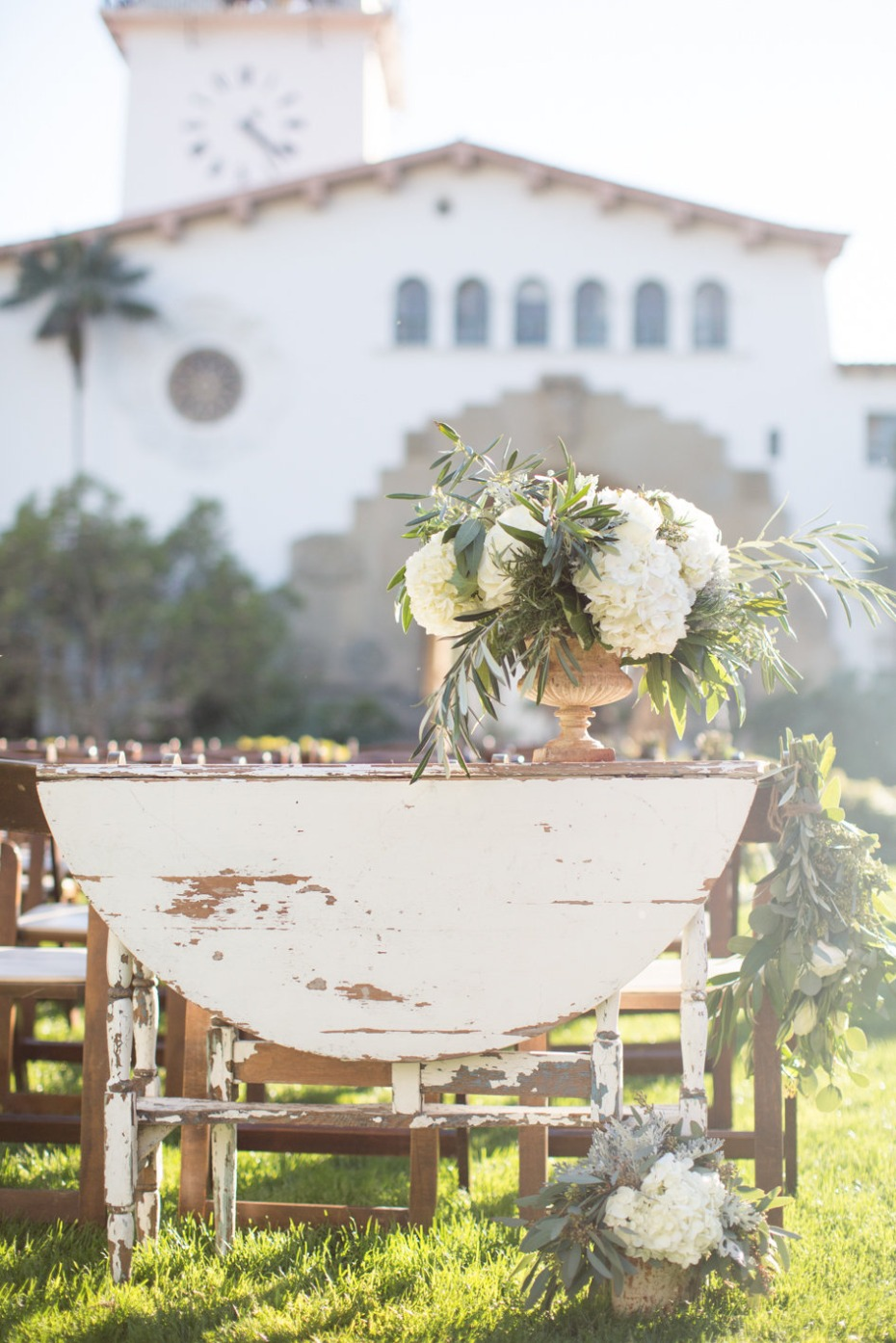 Vintage chic ceremony table