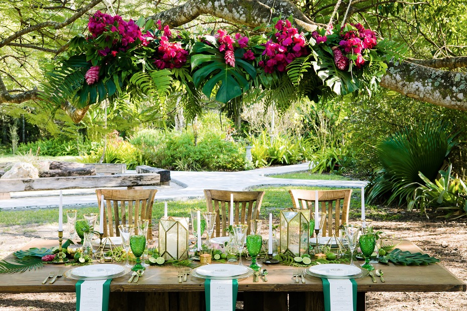 outdoor tropical wedding table