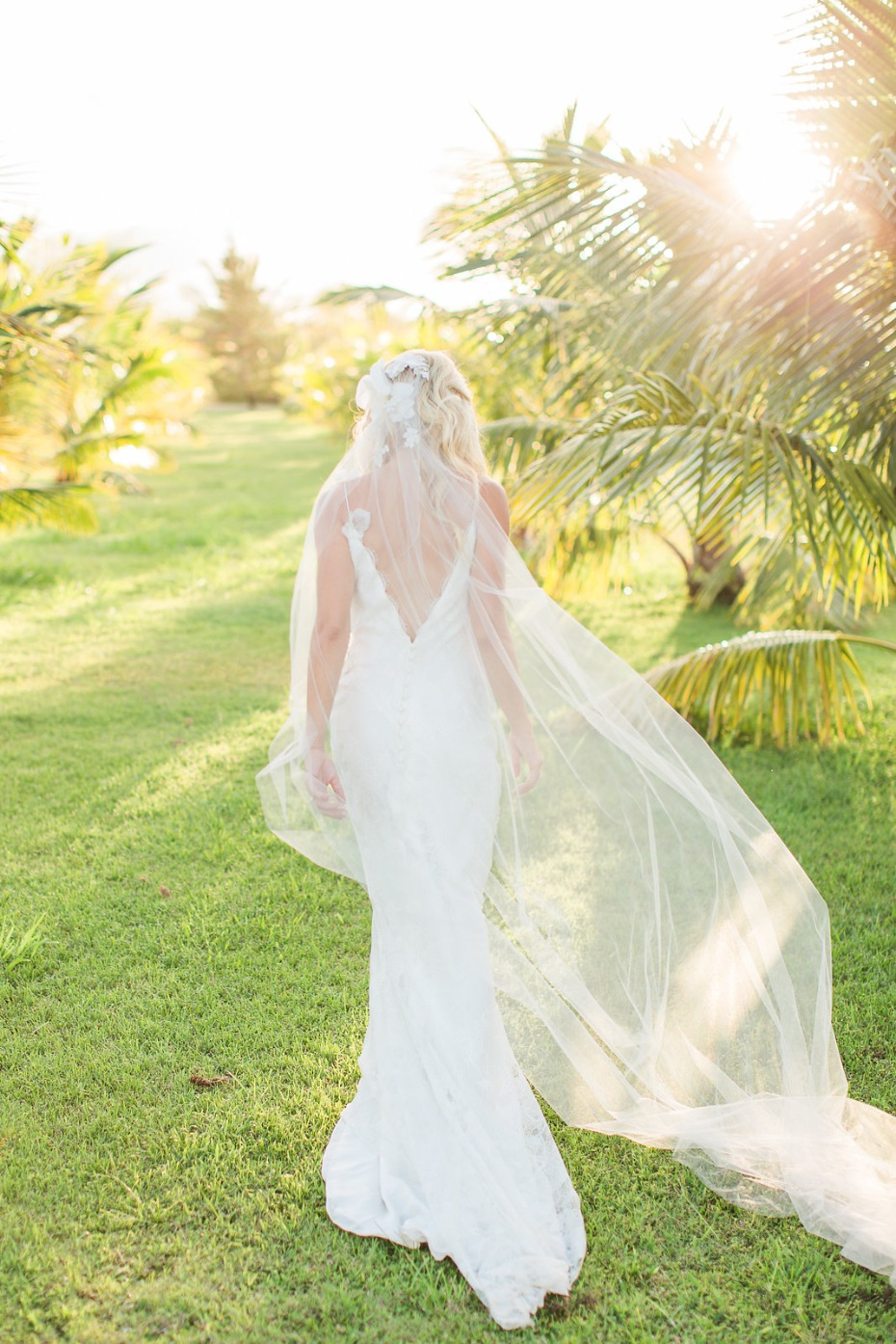 Beach bride look and flowing veil