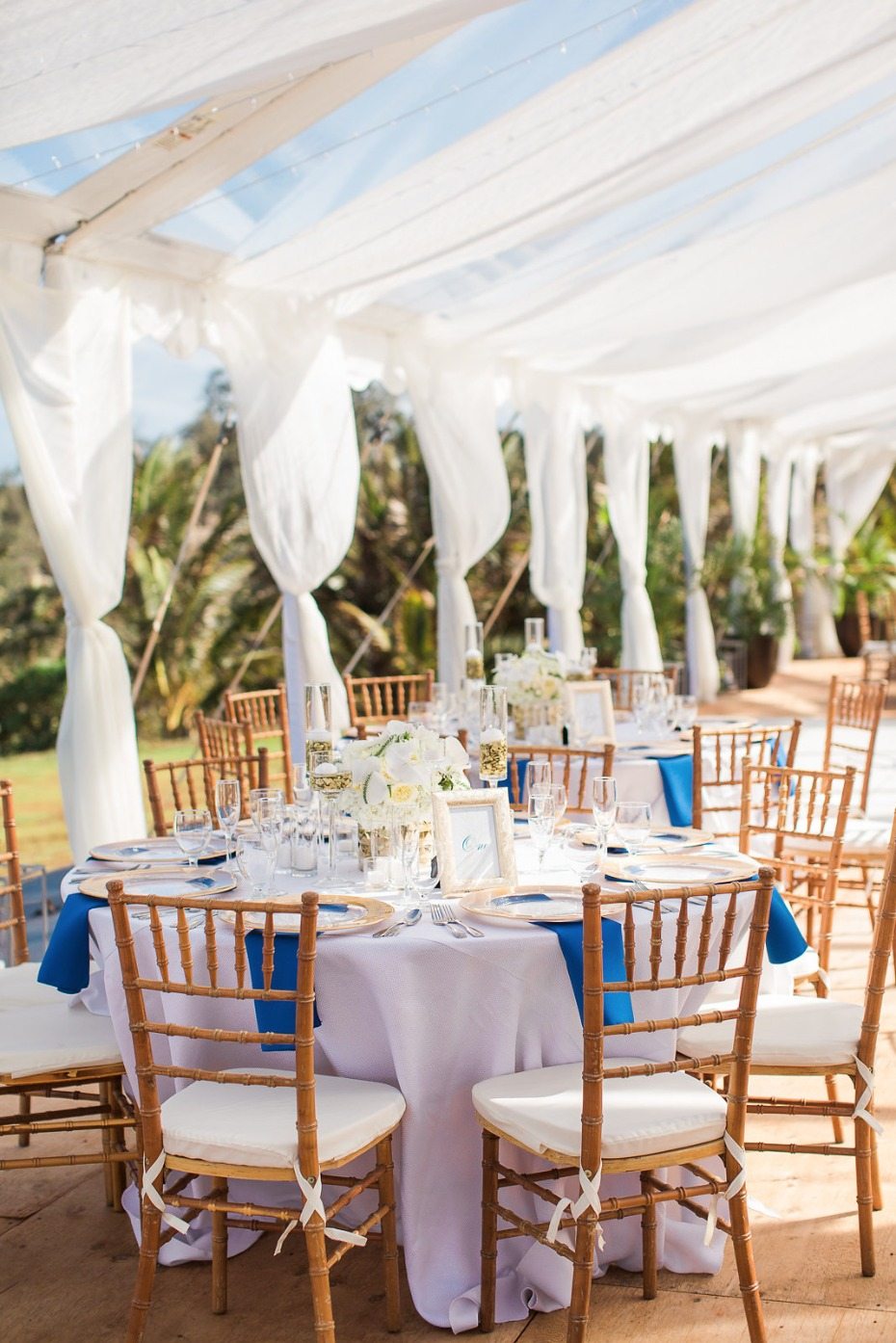 Chic tent reception