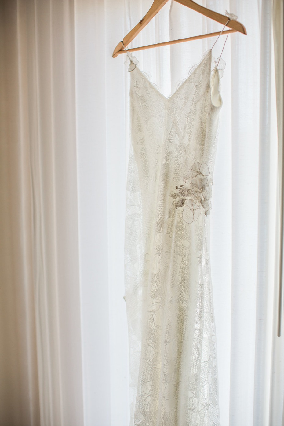 Elegant wedding dress for the beach