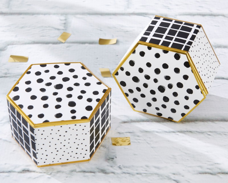 Modern Classic Hexagon Favor Boxes in a set of 12 come with serious style! Not just for weddings, these are perfect for bridal shower
