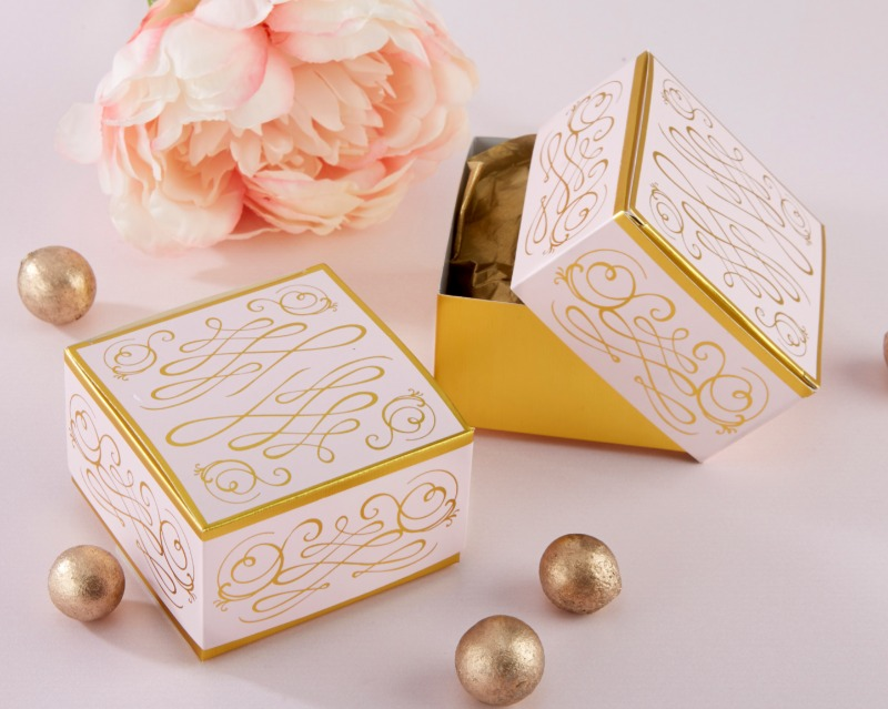 💕 This pink personalized wedding favor box is decorated with a gold foil filigree design, giving it a timeless and elegant look