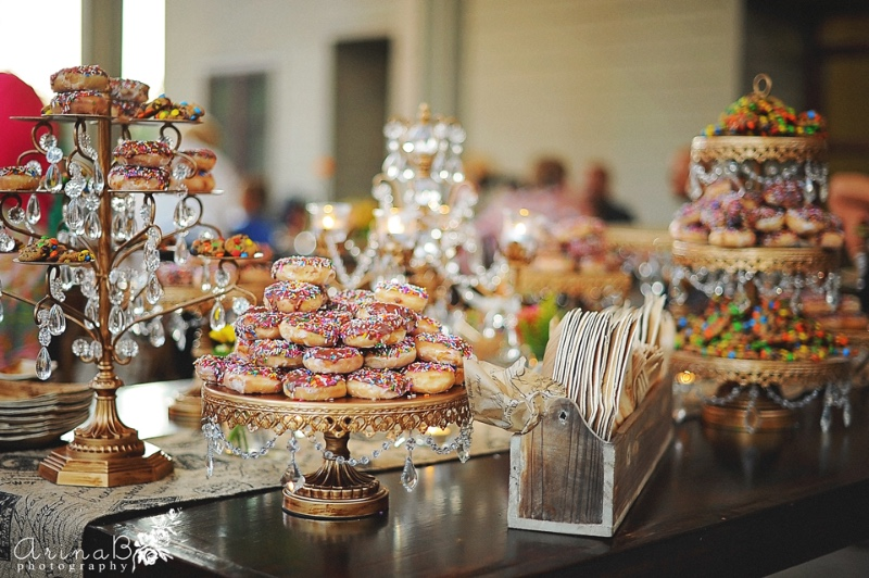 How to Style Donuts on your Wedding Dessert Table!