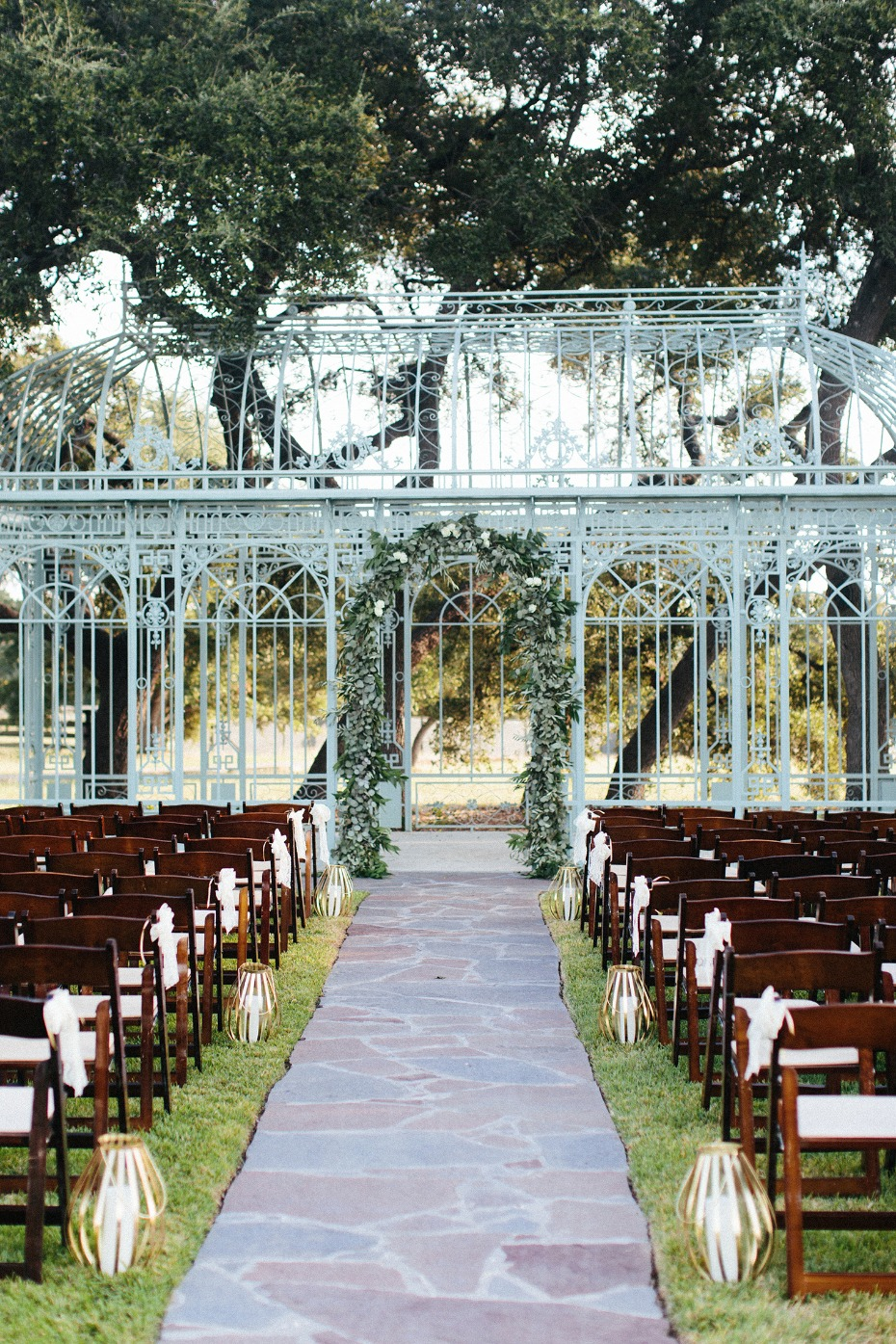 Dreamy outdoor ceremony