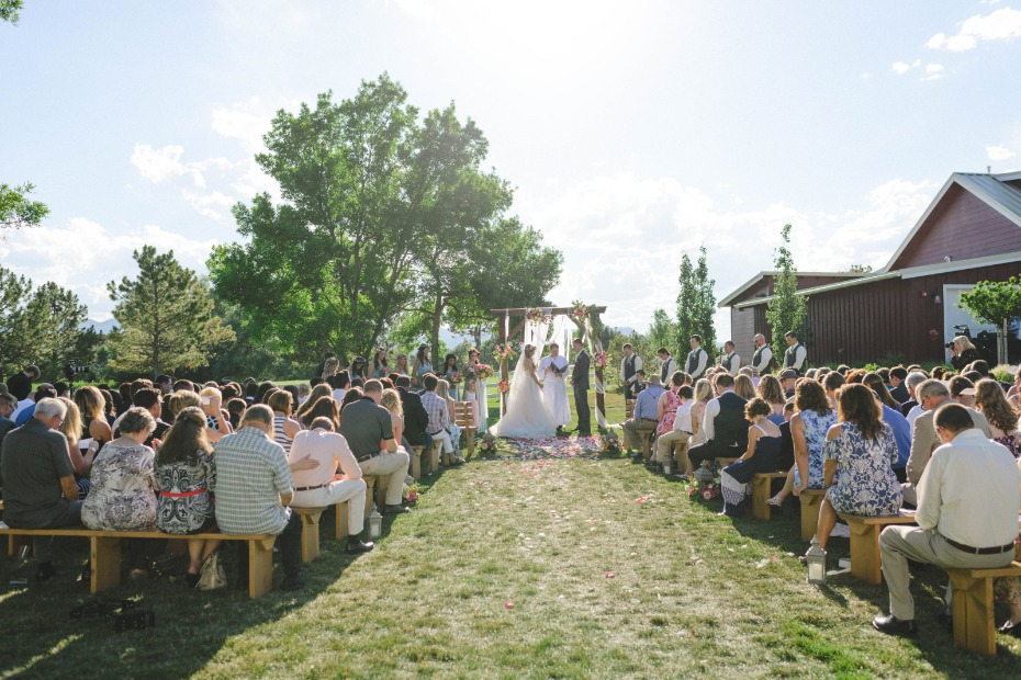outdoor wedding ceremony at the barn at Raccoon Creek