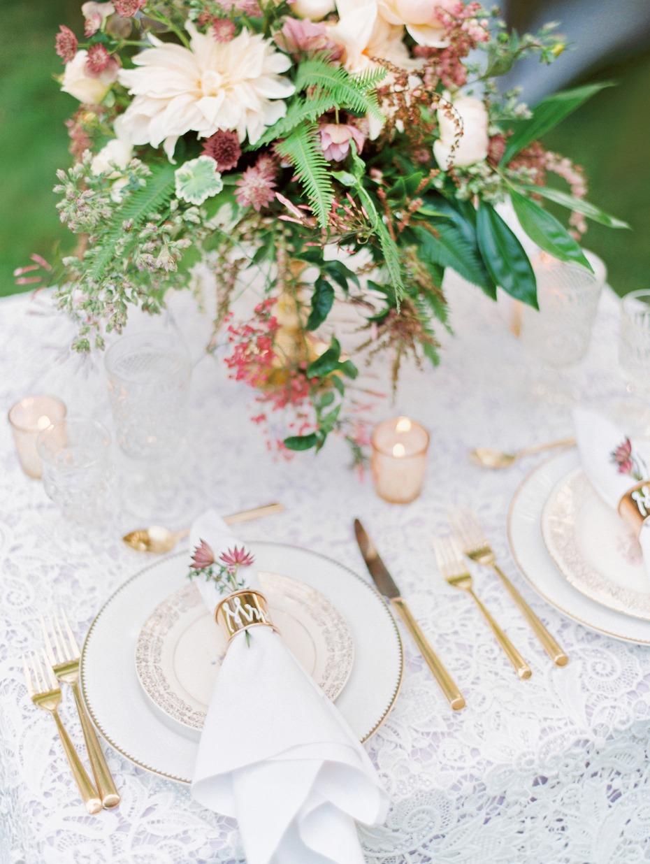 Lace and gold table decor