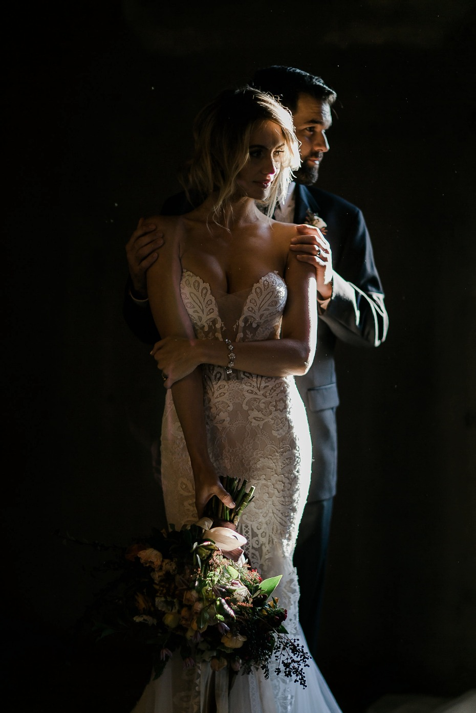 dramatic lighting for your wedding portraites